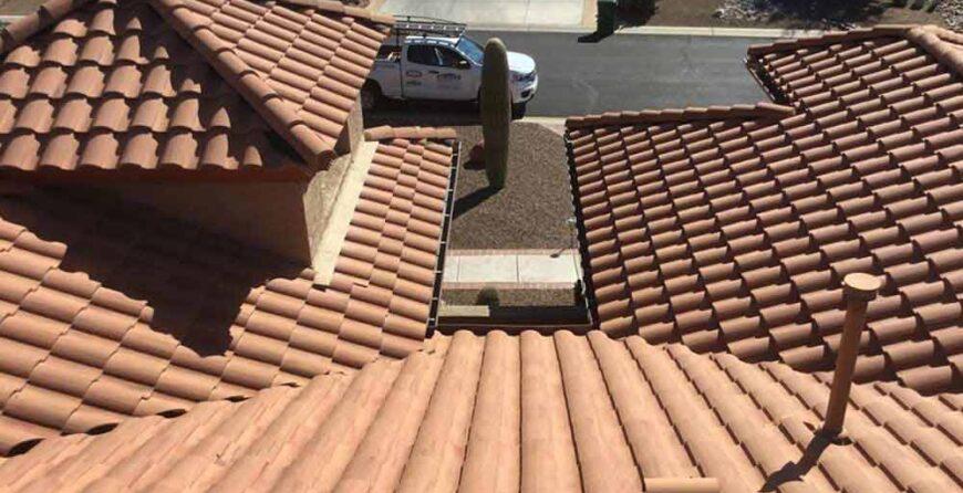 Conseils pour protéger votre toit des dommages causés par les tempêtes